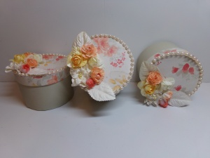 Round boxes to hold cards
